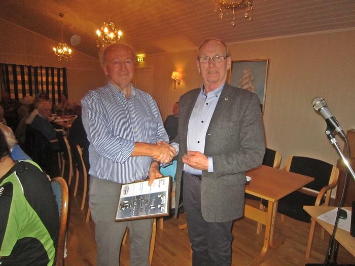 Arne Conradsen utnevnt til æresmedlem i Vallø & omegn Historielag